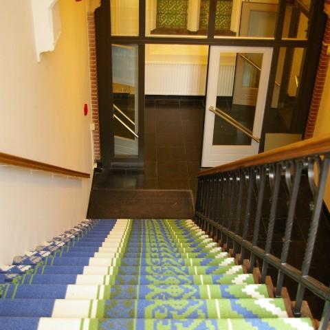 Projectstoffering in Woerden gangpartijen en trappenhuizen in voormalig klooster special projecttapijt. Bekijk al onze voorbeeld projecten nu online!
