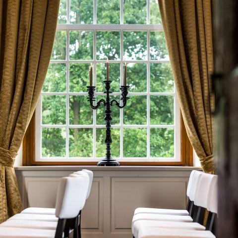 Projecttapijt in Bunnik trouwzaal in kasteeltje tapijt en gordijnen.