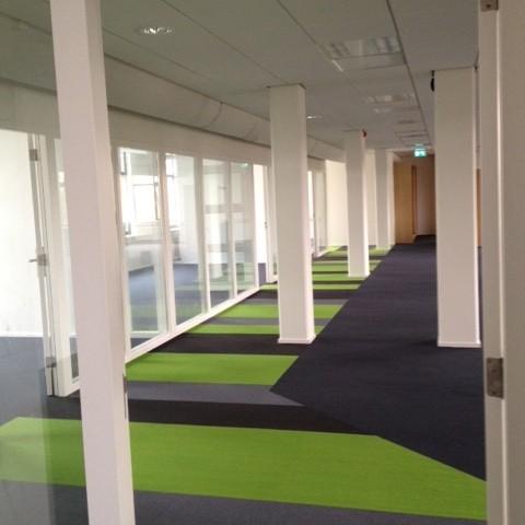 Project in Den Haag kantoren met tapijttegels.