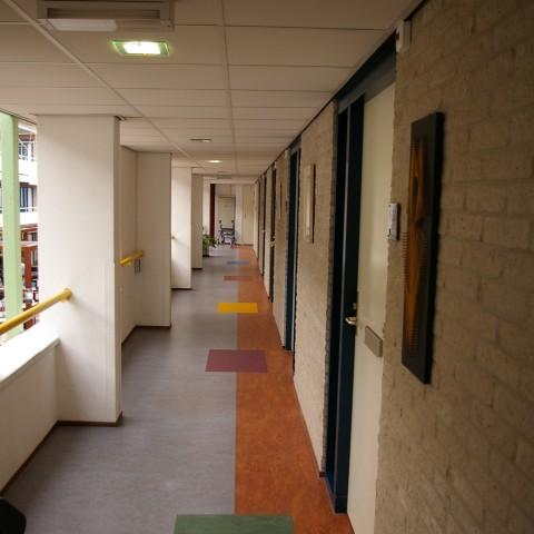 Projectstoffering in Maarssen verzorgingstehuis alle gangepartijen met marmoleum.